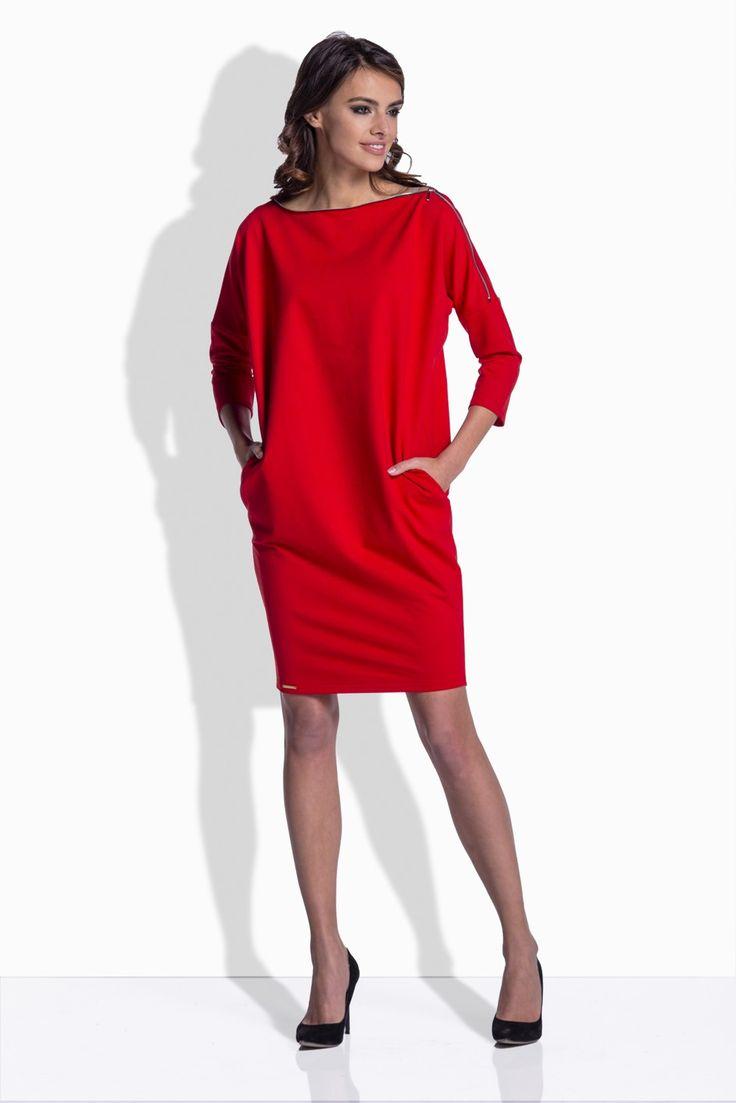 Tieto voľnéšaty sú skvelým modelom na prechodné až chladnejšie počasie. Ich variabilita a nadčasovosť je skvelá, pretože tento model šiat môžeš nosiť ako šaty, ale zahviezdiš v nich aj, keď ich skombinuješ s legínami alebo úzkymi nohavicami. Touto malou zmenou ti vznikne ženami veľmi obľúbená trendová tunika.  Model šiat je hladký bez zapínania a s netopierími rukávmi, dopĺňa ich len výrazný strieborný zips vo výstrihu, ktorým si môžeš variabilne meniť veľkosť výstrihu.Šaty majú po…