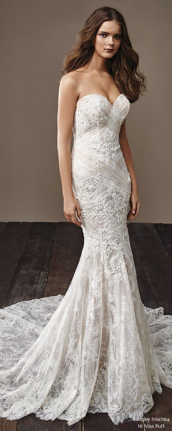 Packed with sumptuous fabrics, ornate embellishmentsand body-hugging silhouettes, Badgley Mischka's Fall 2018 collection is for the bride looking to channel old world elegance. Stunningly elaborate lace overla...