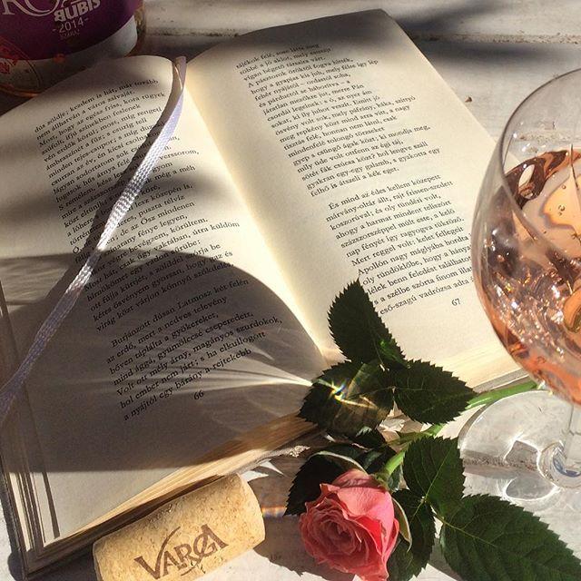 #CecilKitchen #mik #vargaborinsta #wine #wineglass #homedecor #book #cork #sunlight #rose