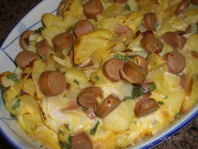 Receitas práticas de culinária: Batatas gratinadas com ovos e salsichas