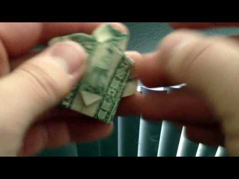 Van een dollarbiljet een colbert met stropdas vouwen.