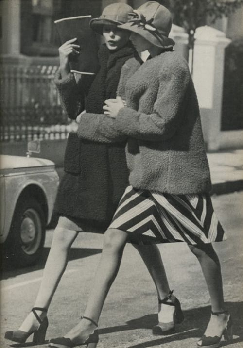 Photo by Arthur Elgort. Vogue UK, September 15, 1971.: Photos, Hats, 1970, Friends, Vogue Uk, Arthurelgort, Arthur Elgort, Girls Talk, Vintage Style