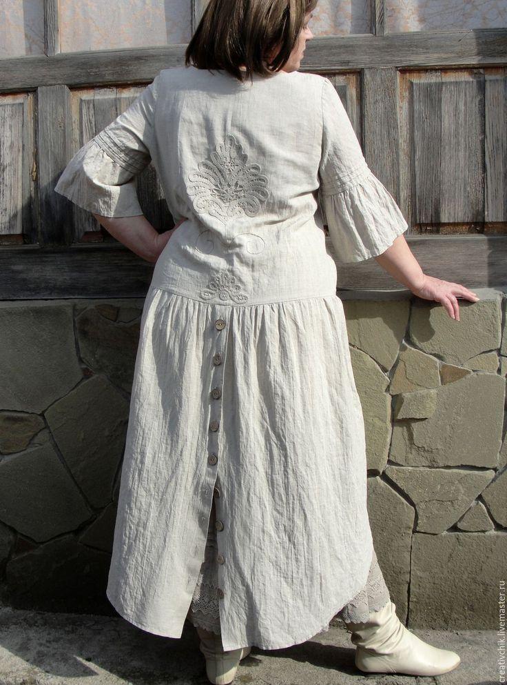 Купить или заказать Бохо платье с подъюбником в интернет-магазине на Ярмарке Мастеров. Девиз этого платья - комфорт, здоровье, красота! Лен натуральный ,'дышащий' с красивой фактурой. Пожалуй, главная отличительная черта льняных образов – простота. Простые, натуральные цвета, простые линии, комфорт – вот чем привлекает лён миллионы людей и меня тоже... Платье из Оршпнского небеленого льна. Модель полуприлегающего силуэта, что позволяет почувствовать себя уверенно и скрыть небольшие н...