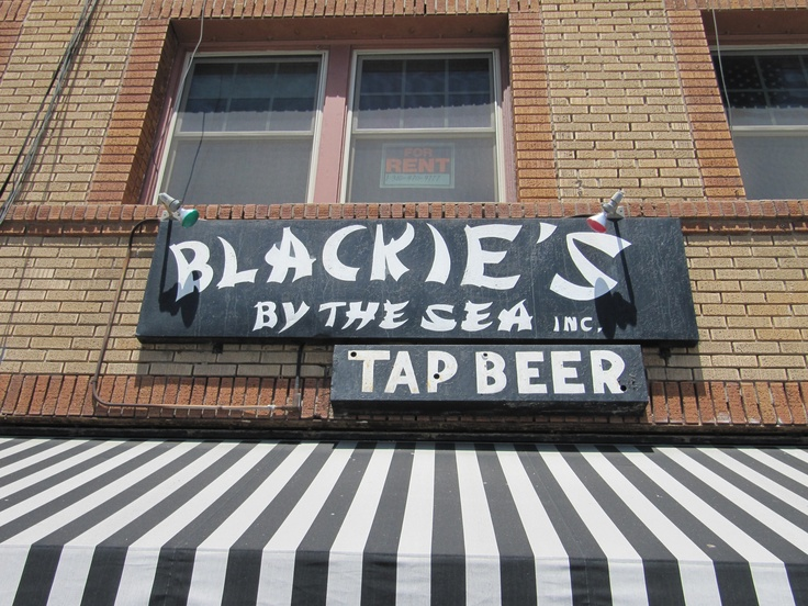 Blackie's By Te Sea in #NewportBeach is a must if you like the coldest #beer on…