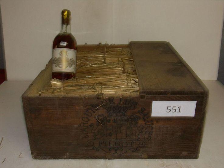 12 Btles Château Filhot 1935 2ème GCC Sauternes capsules étampées « 1935 » dont niveaux très légèrement bas, bas et mi-épaules mention « 72 cl » sur étiquette en caisse bois d'origine sans couvercle - Arcadia - Frédéric Delobeau - 30/01/2016