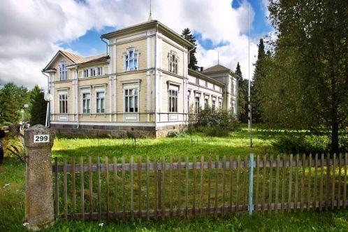 Herkooli manor, Ilmajoki, Finland | Herkoolin kartano Kyrönjoen varressa Ilmajoella | http://www.ilkka.fi/uutiset/maakunta/pakkomyyt%C3%A4v%C3%A4-kartano-veti-v%C3%A4ke%C3%A4-ilmajoella-1.1674208 | Photo: Harri Toivola