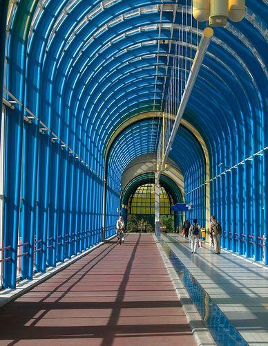 Mandelabridge Zoetermeer by deVos, via Flickr