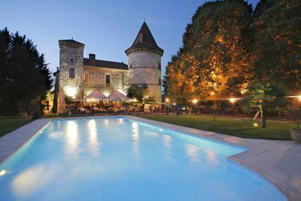 Chateau Chapeau Cornu, 55 km from Lyon, 21 rooms