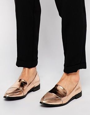 Metallic is a new obsession of mine. These pointed flats from New Look are so cool with the pointed toe and look so exclusive. I cannot believe they are only £19.99?! Find them here: http://asos.do/b5WLyD