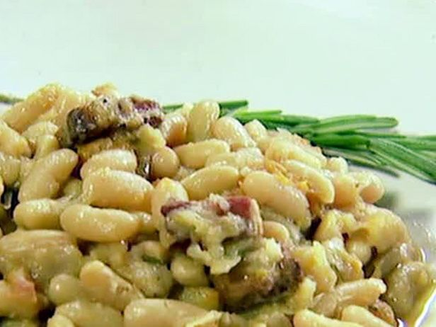 French Flageolet Beans Recipe by Ina Garten. Could easily substitute cannellini beans. And mix the fennel for celery. Serve with grilled sausages. Great fall or winter dinner.