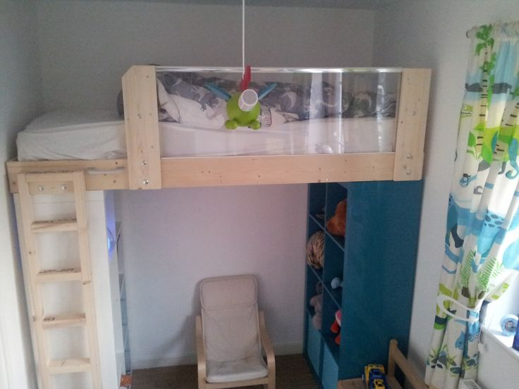Materials: 2x EXPEDIT 4×2, optional PERFEKT plinth, optional GULLIVER or other junior bed Description: Here is my latest Ikea hack, where I'm using a pair of 4×2 EXPEDITs to make a single loft bed. It seems that the 79cm width of EXPEDIT is a perfect match for a UK 'small single' mattress which is 2'6 [