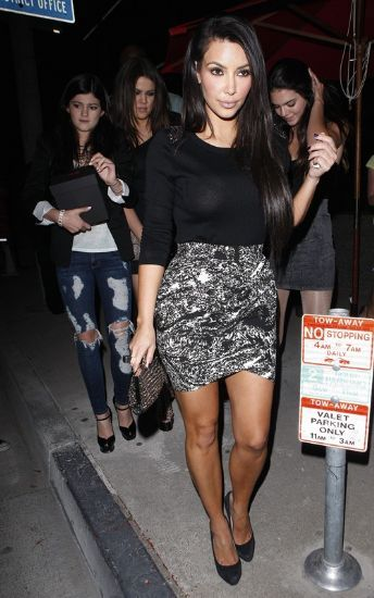 Kim Kardashian Fashion and Style - Kim Kardashian Dress, Clothes, Hairstyle - Page 110