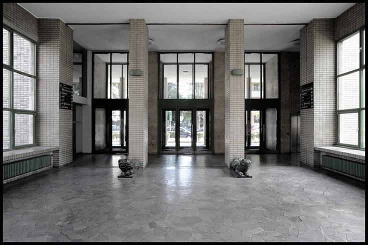 Foto 2009;  architetti: Giuseppe Pagano, Gian Giacomo Predaval;  Università Bocconi;  anno 1937-41