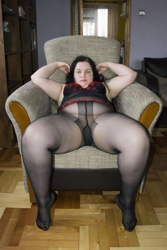 Chubby pantyhose ass