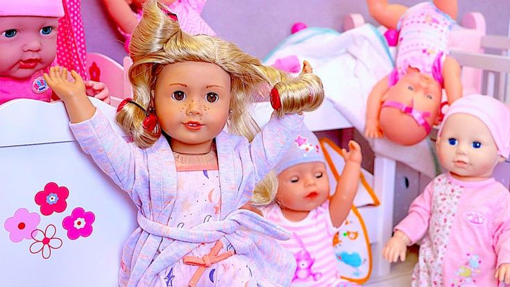 Are You Sleeping? Under the tunes of the famous nursery rhyme we play the story of crying baby dolls!   Playtoys