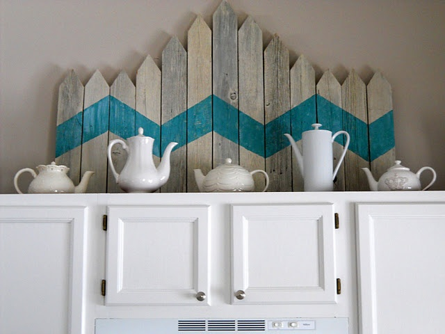 picket fence: Chevron Patterns, Cabinets Decor, Old Fence, Picket Fence, Old Wood, Teal Chevron, Fence Posts, Paintings Wood, Fence Art