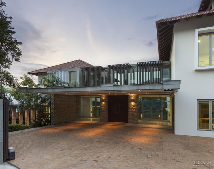 Contemporary tropical Singapore house