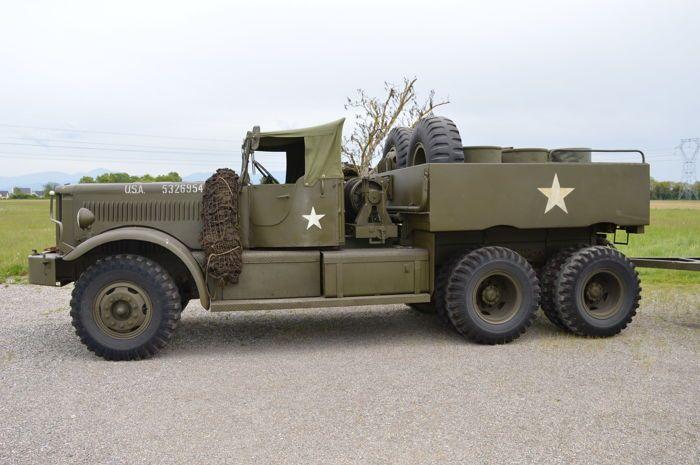 1945 vs US Army M19 tanktransporter  De M19 tanktransporter (Amerikaanse supply catalogus aanwijzing G159) was een zware tank transporter systeem gebruikt in de Tweede Wereldoorlog en in de jaren 1950. Het bestond uit een 12-ton 6 x 4 M20 Diamond T Model 980 vrachtwagen en metgezel 12-wiel M9 aanhangwagen.Meer dan 5.000 werden geproduceerd en werkzaam bij de geallieerde legers in alle theaters van de oorlog. Het werd vervangen in het Amerikaanse leger door de M25 tanktransporter tijdens de…