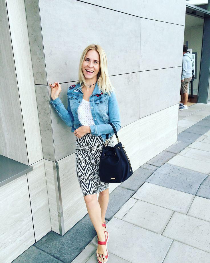 Jacket House, top New look, skirt Mango, shoes Paolo Conte, bag Aldo