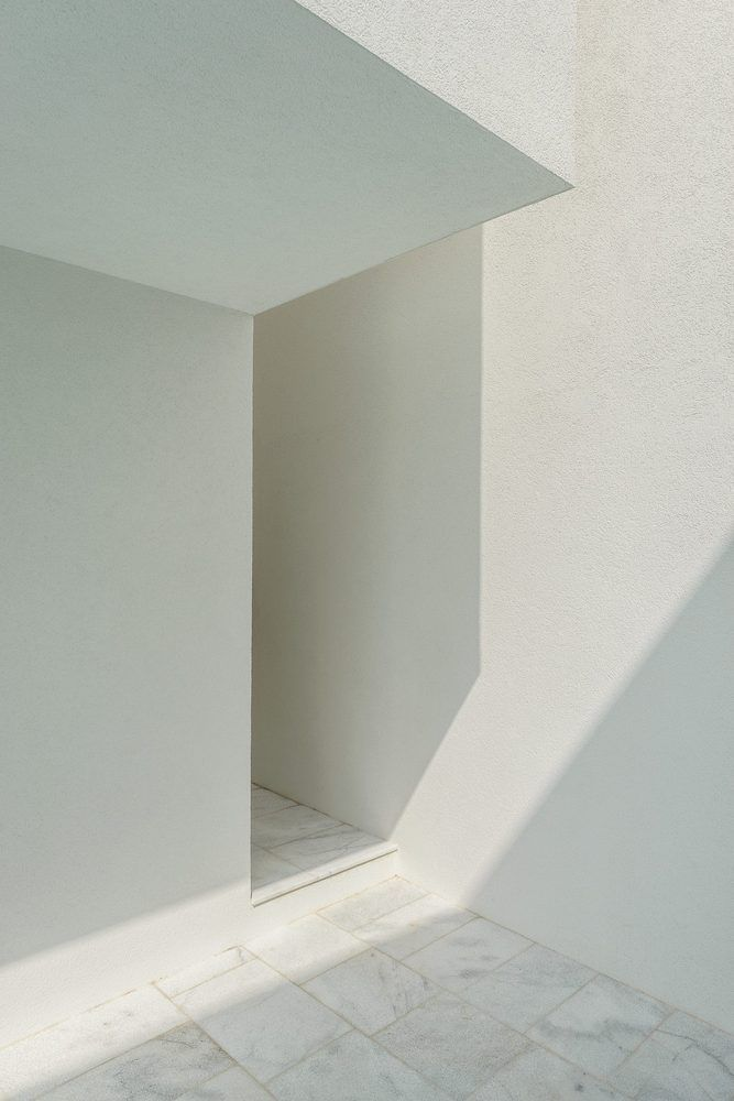 Gallery of Between Two White Walls / Corpo Atelier - 16