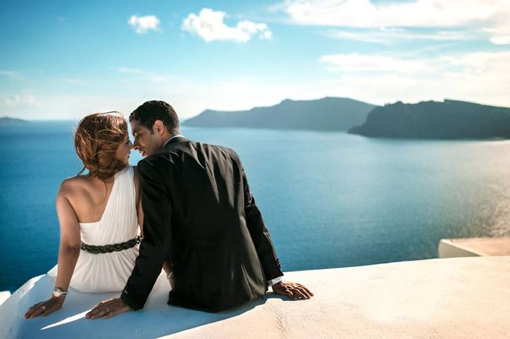 At #ArtMaisons we pay close attention to all the details that a couple requires when they visit #Santorini!