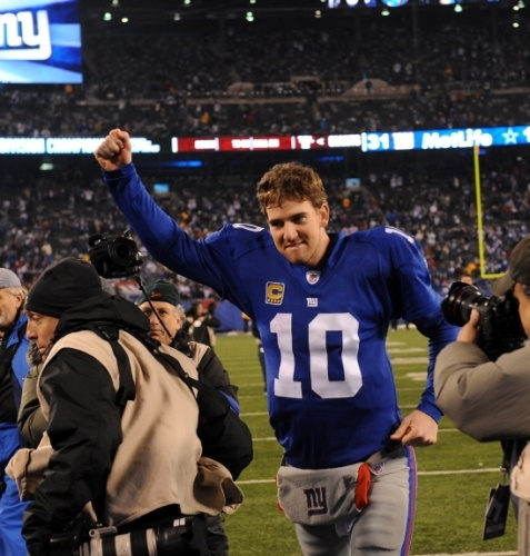 """A demonstrative Eli Manning is a beautiful thing.     """"Eli Manning walks off the field triumphantly after leading his team to the NFC East Division title.""""    Credits: Robert Sabo/New York Daily News    Read more: http://www.nydailynews.com/sports/football/giants/ny-giants-beat-dallas-cowboys-win-nfc-east-victor-cruz-eli-manning-lead-big-blue-playoff-clinching-win-gallery-1.999682#ixzz1iMZluR5f"""