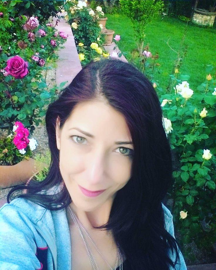 #bahçe #keyif #annemin #gülleri #gülbahçesi #garden #flowers #roses #temiz #hava #hayat #güzel #ailekeyfi #yalova http://turkrazzi.com/ipost/1521131978610958009/?code=BUcJXmpl965