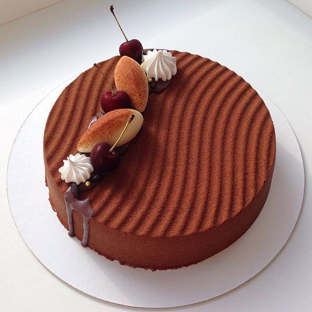 Разбавим череду нежных девичьих тортов строгим мужским.. Вишнево-шоколадным...с обволакивающим муссом..мечта!
