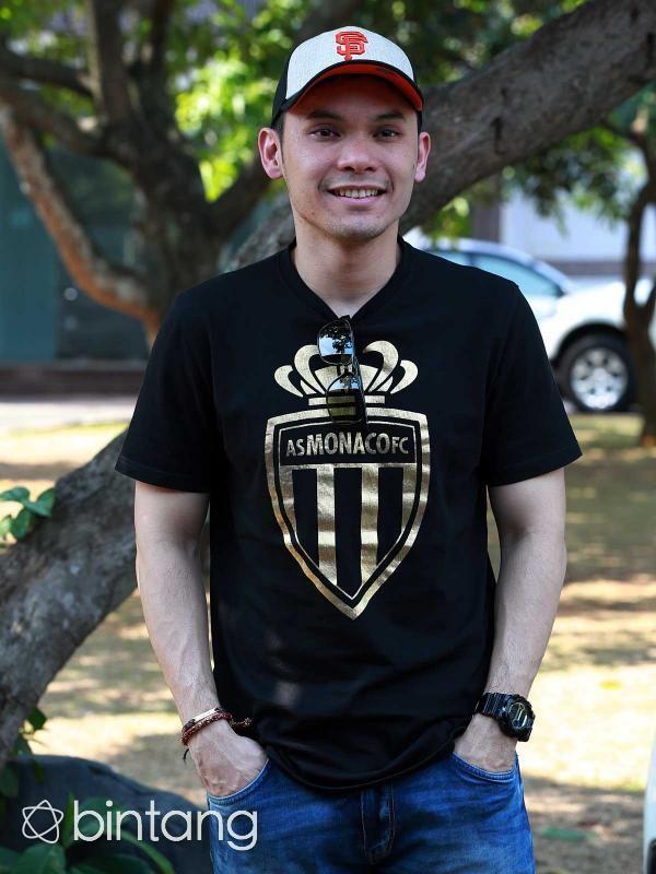 """Lama menyendiri, Ben Kasyafani diam-diam sudah menemukan tambatan hati. Kabarnya, tahun ini dia akan meresmikan hubungannya itu di pelaminan. Bahkan, Ben sudah mengabarkan kabar bahagia itu kepada mantan istrinya, Marshanda. """"Kalau cerita sih enggak. Tapi share gitu karena ada hubungannya sama Sienna juga kan,"""" ungkap Ben. (Deki Prayoga/Bintang.com)  #BenKasyafani #Aktor #Bintang #Indonesia"""