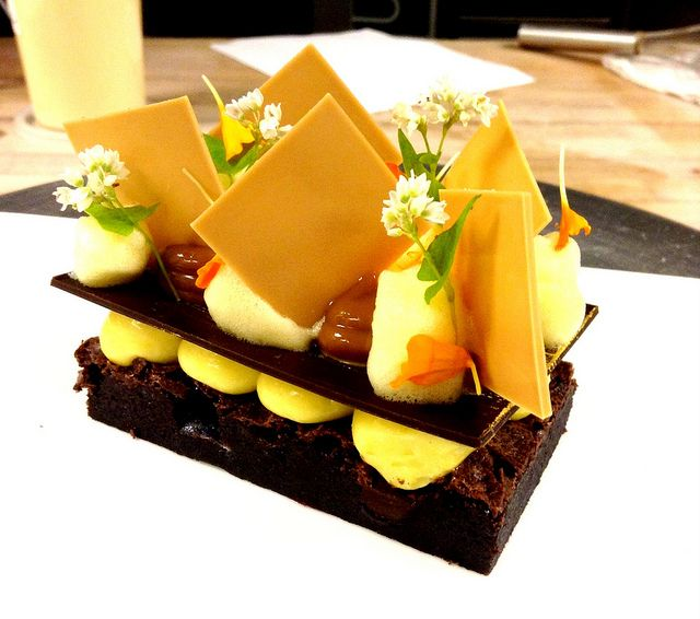 FLOURLESS CHOCOLATE CAKE, PASSION FRUIT CREMEUX, DULCE DE LECHE, PASSION FRUIT FOAM | Flickr: Intercambio de fotos