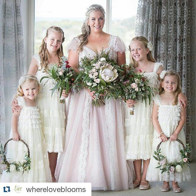 Stunning Bride gorgeous girls amazing flowers!  #blossombride3280 #alfredangelobride #blossom3280 #realwedding  #Repost @whereloveblooms with @repostapp  Nat and her girls! Seriously - could they be any more gorgeous?!!! #warrnamboolwedding #weddingflowers #wherelovebloomsflowers #flowergirls by blossombtq