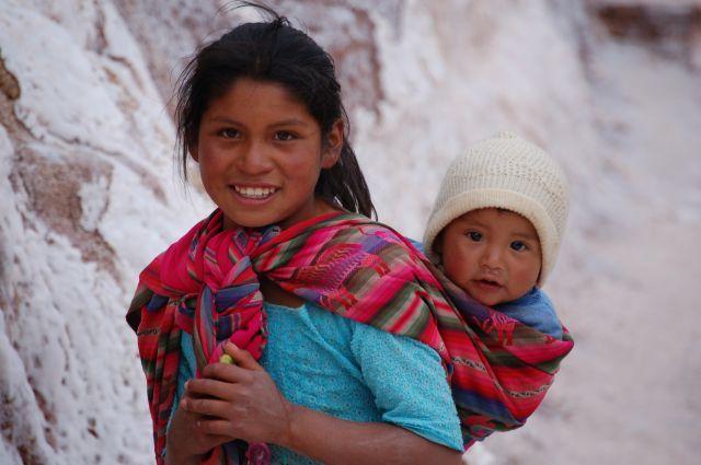 Okolice Cusco - Saliny, Rodzeństwo - inne ujęcie..., PERU