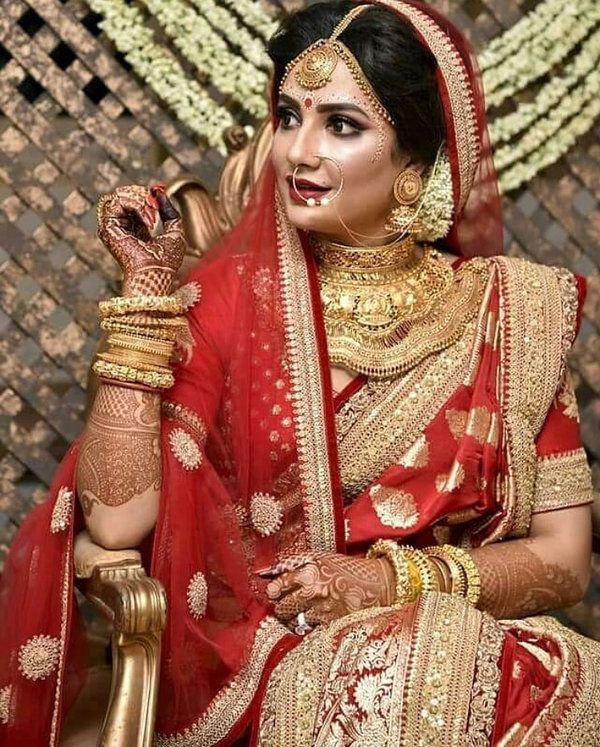 57bdc735f6a85 Traditional Red Saree With Intricate Gold Borders And Heavy Jewellery  Indian Indianbride Bengali Indianweddings 2018