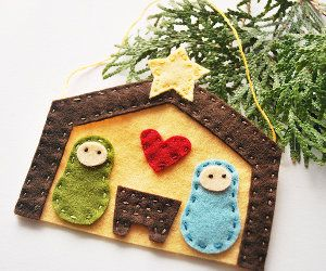 Away in a Manger Ornament | AllFreeHolidayCrafts.com