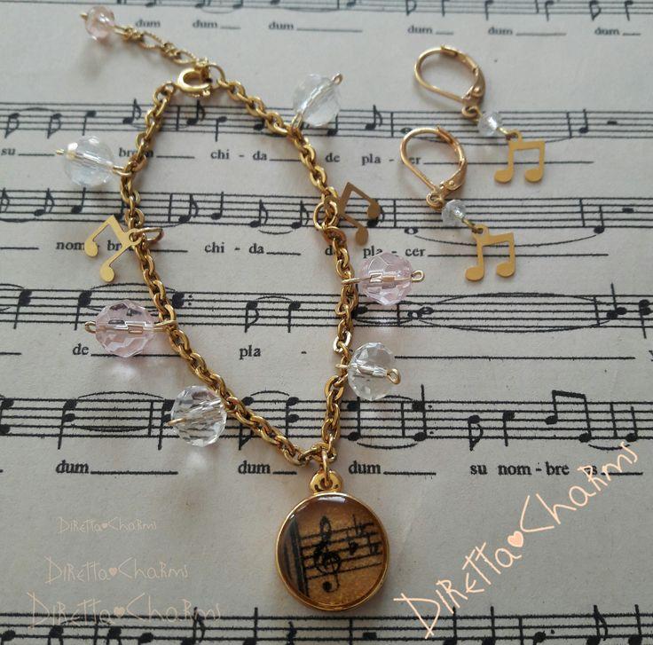 Set en acero y goldfield. Con muranos, colgantes de estrella y dije en resina con clave de Sol. Pidelo personalizado con las especificaciones que más te gusten. $18.000 cop  Diretta ♥ Charms Accesorios que resaltan tus encantos.  Info wtp + 57 3127080891. Envíos nacionales e internacionales.  #DirettaCharmsAccesorios #DirettaAccesorios #inspiration #followme #art #fashion #beautiful #rose #muranoglass #gold #bijoux #jewelry #jewelryhandmade #instajewelry #design #designer #jewelrymusic…