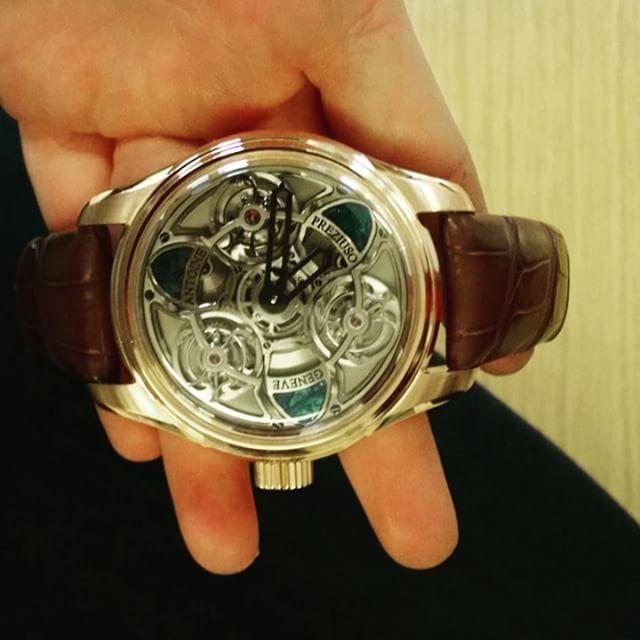 REPOST!!!  Montre trois tourbillons synchronisé *.* 10 ans de conception, en or rouge et des pierres de météorite ! #luxurywatch #swisswatch #luxe #tourbillon #montresuisse #luxury #montredeluxe #Geneva #watchgeneva #watchstyle  Photo Credit: Instagram ID @sephorangel