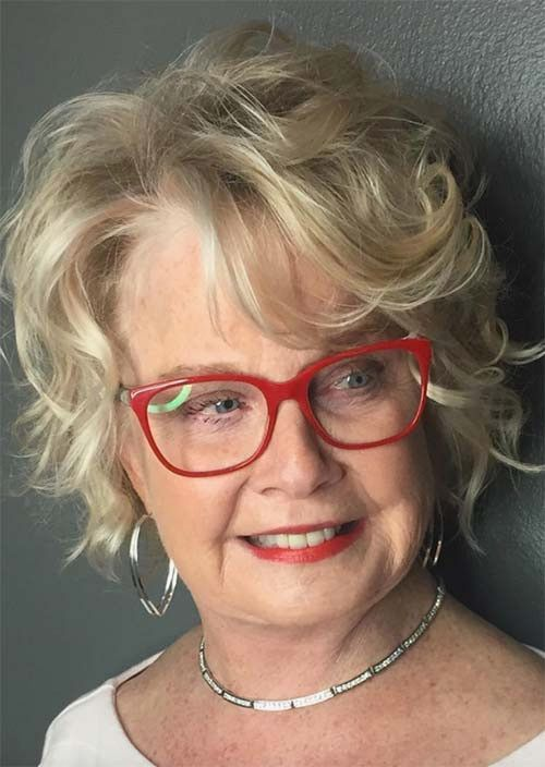 33 unique short hairstyles for women over 60 who wear