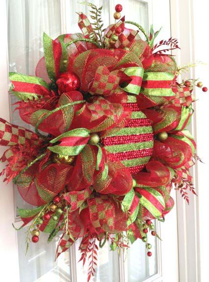 attaching large ornaments to wreaths trees deco mesh and ornaments. Black Bedroom Furniture Sets. Home Design Ideas