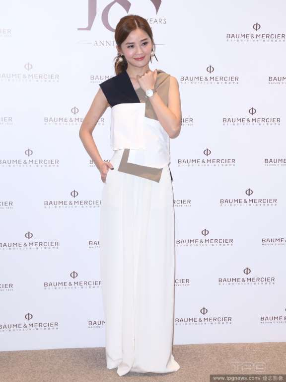 Hong Kong actress Charlene Choi at an exhibition for a watch brand  http://www.chinaentertainmentnews.com/2015/10/charlene-choi-at-brand-event.html