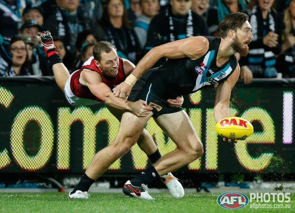 QT: @PAFC 7.4 (46) leads @EssendonFC 1.4 (10). Port Adelaide have had six different goalkickers #AFLPowerDons
