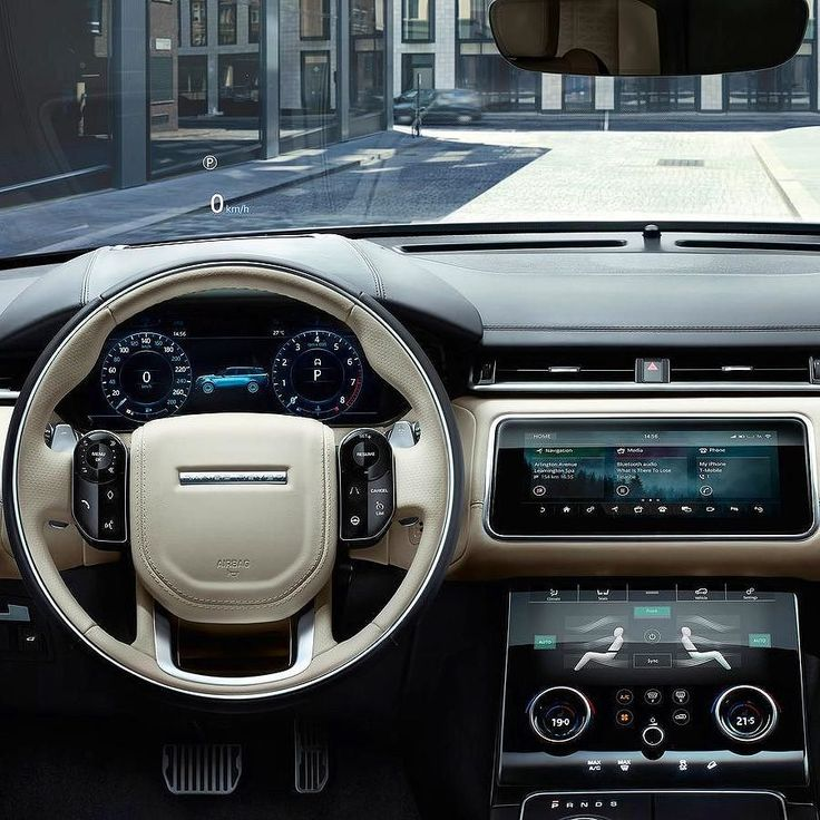 Ranger Rover Velar 2018 Novo SUV da Land Rover chega como quarto modelo da família Range Rover e oferece visual aprimorado com proporções equilibradas maçanetas retráteis e aerofólio traseiro integrado; tudo para melhorar a aerodinâmica. O nome 'Velar' remonta um modelo dos anos 60 da marca. O veículo oferece o sistema multimídia e de informações Touch Pro Duo: duas telas de 10 polegadas sensíveis ao toque com alta resolução de imagem; a tela de baixo controla ainda os sistemas de…