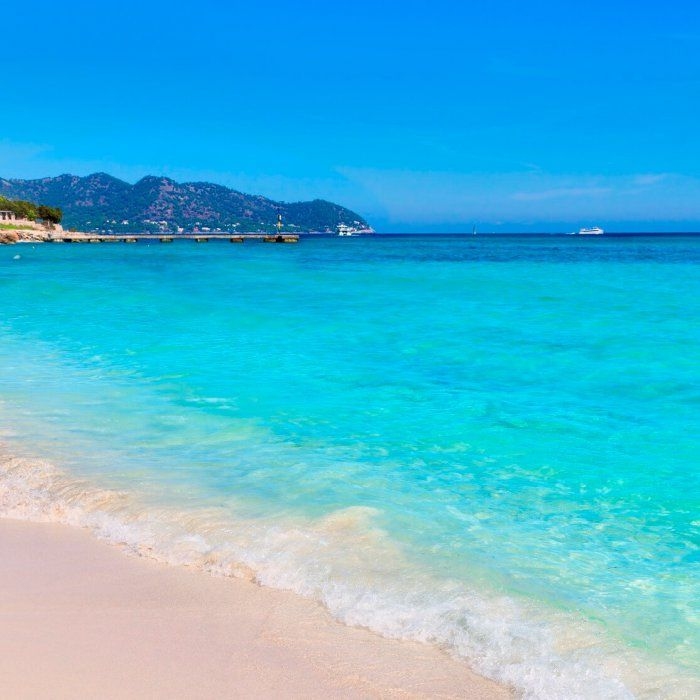 Erhole dich im idyllischen Cala Millor an der Ostküste der beliebten Insel Mallorca. Relaxe an den feinen Sandstränden, entdecke die …