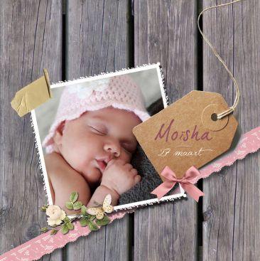 Geboortekaartje Moisha Elisah www.hetuilennestje.nl. Geboortekaartje, Vintage, Stoer, Lief, foto, baby, houten planken, label, strikje, vlinder, roos, kant, note briefje, meisje.
