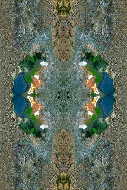 I centri del capitalismo globale, le industrie e le miniere diventano opere d'arte. Le immagini satellitari di Google map rielaborate dell'artista David Thomas Smith si trasformano nelle trame degli antichi tessitori persiani. Nella foto: Silicon Valley (Usa) Fonte:  The Cooper House Gallery