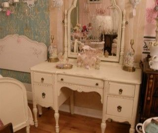 14 Inspiring Antique Makeup Vanities Photo Ideas