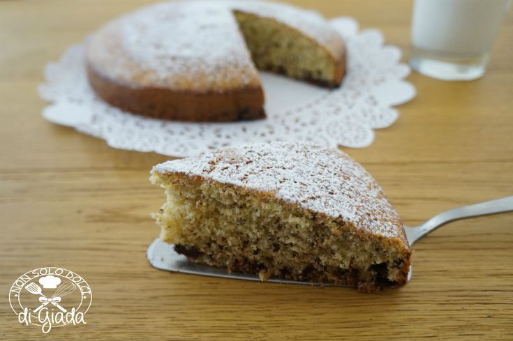 Torta soffice con cioccolato fondente. Una torta soffice e golosa, ideale per la prima colazione o la merenda dei vostri bambini.
