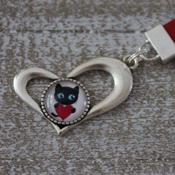 Długi czerwony brelok serce kot