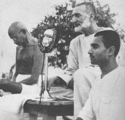 Khan Abdul Gaffar Khan with Gandhi