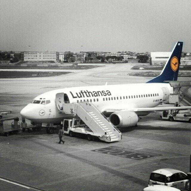 #Lufthansa #Boeing737 in #NaplesAirport. Flight from #NAP to #MUC. It was 2010. #AeroportoCapodichino #AeroportoNapoli #Napoli #Naples #Napl #Napoles #Neapol #partenope #napolidavivere #foto_napoli #napolipix #seidinapoli #NaplStateOfMind #InstaNapoli #scattanapolicontest #ig_napoli #igersnapoli #Campania #ig_campania #ig_regionecampania #igerscampania #SouthItaly #Sud