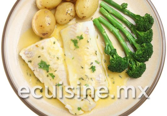 PESCADO A LA VASCA Filetes de pescado al horno, en una